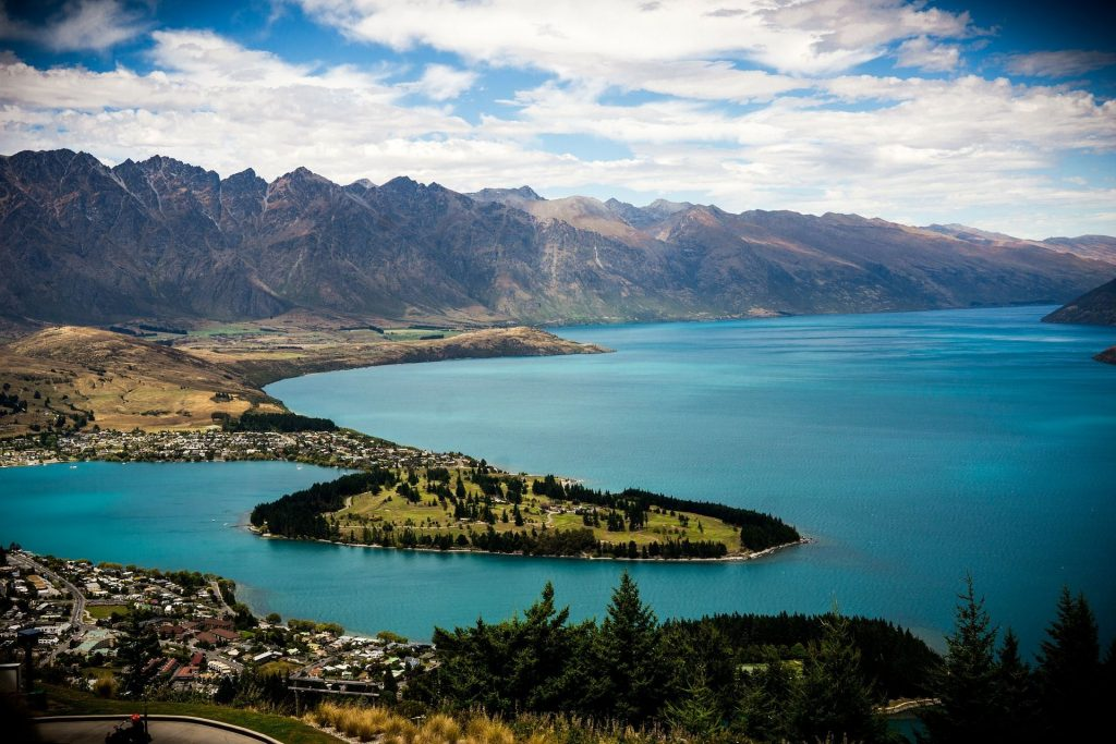 THE BEST MUST-SEE PLACES IN QUEENSTOWN